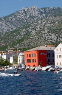 Pogled s mora na hotel  - The view of the hotel from the sea.jpg